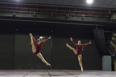 1. Míriam & Brenda (Rojo)